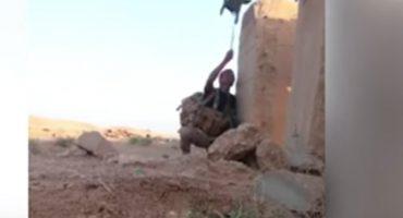 Soldado engaña a francotirador con un señuelo