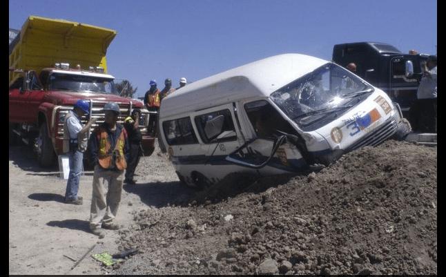 Se vuelca una combi en Ecatepec; 10 lesionados