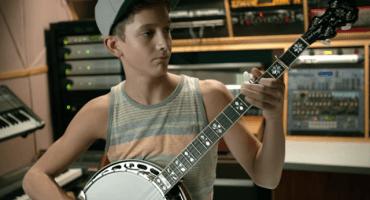 Talentoso niño de 13 años y sus hermanos tocando el banjo como jamás has visto