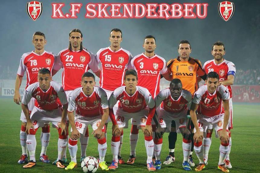 Insólito: Skenderbeu, el club que utiliza el mismo uniforme que el Arsenal de Inglaterra
