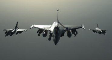 Francia inicia bombardeos contra Estado Islámico en Siria