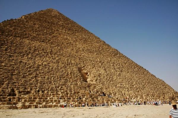 entrada-piramide-giza-600x398