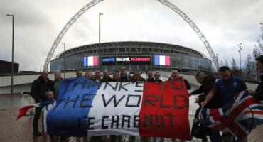 Paz y amor en las gradas de Wembley en el Inglaterra vs Francia