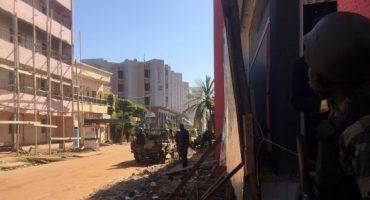 Grupo armado atacó hotel en Mali, dejando 21 muertos