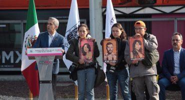 Fotógrafos recuerdan a Mancera el crimen de Rubén Espinosa durante reapertura de línea 12