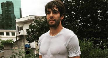 Kaká presume el físico que le ha dejado el box