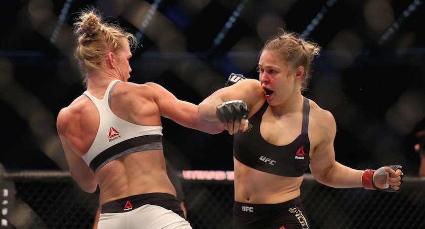 Holly Holm sale en defensa de Ronda Rousey