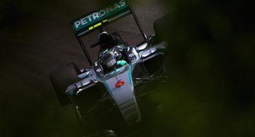 Nico Rosberg celebra el subcampeonato en el Gran Premio de Brasil