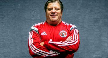 Miguel Herrera es presentado como técnico de Xolos