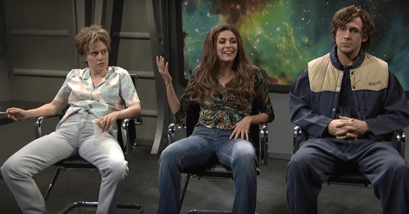Ryan Gosling no puede dejar de reírse en un sketch de Saturday Night Live