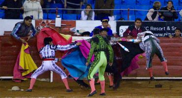 Y en la imagen del día... Torero sufre cornada en el corazón en la Plaza México