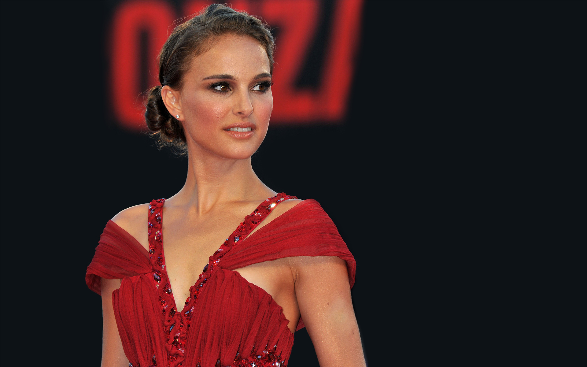 Natalie Portman y su embarazo protagonizan video de James Blake