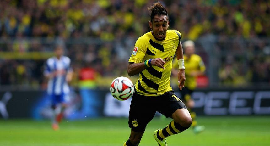 Pierre Aubamyenag con Borussia y balón