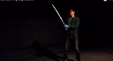 Nerdgasmo Épico: ¡Fan de Star Wars construye sable láser totalmente funcional!