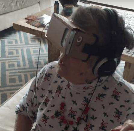 La reacción de esta abuelita a la realidad virtual es de lo mejor que verán en su día