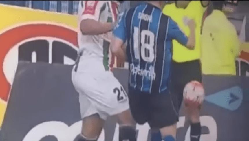 WTF!?!?!? Árbitro finge una lesión y expulsa a un futbolista