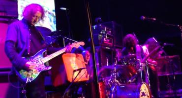 Dinosaur Jr. toca junto a Kevin Shields de My Bloody Valentine