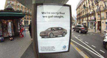 Activistas toman espacios publicitarios de París, en el marco de la #COP21