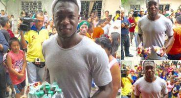 Felipe Caicedo haciendo la Navidad mejor para todos