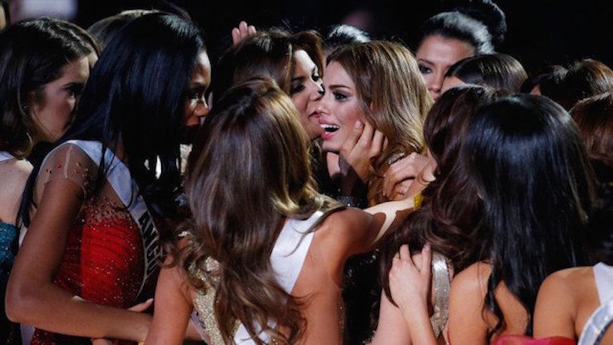 Las reacciones de Miss Colombia al ser despojada de la corona, en imágenes