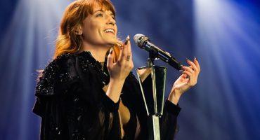 Vean a Florence + The Machine interpretar un cover de The Beatles en París