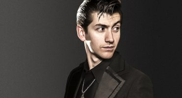 Alex Turner se suma al álbum caritativo de Eagles of Death Metal