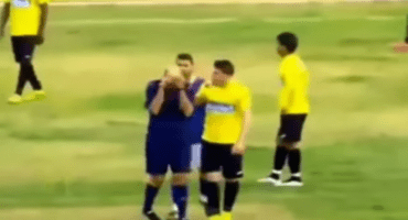 Un árbitro comenzó a llorar porque le