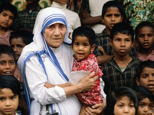 Madre Teresa de Calcuta será santa, Papa Francisco reconoce uno de sus milagros