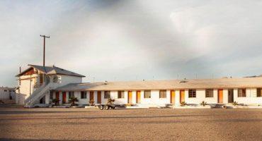 Foto de un motel abandonado revela una sorpresa macabra