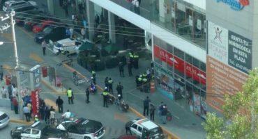 Policías del DF asaltan a cliente de banco en Interlomas; uno muere baleado