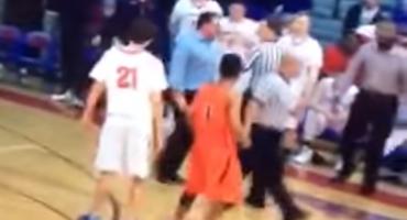 Entrenador se vuelve loco y le da un cabezazo al árbitro