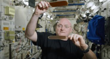 Scott Kelly nos muestra como es el ping pong espacial