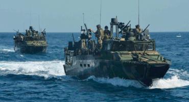 Irán detiene dos navíos de la Marina Estadounidense en el Golfo Pérsico