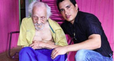 El hombre más viejo del mundo está casado con una mujer que tiene la mitad de su edad