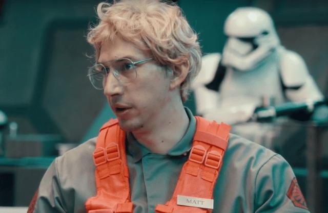 Kylo Ren se mezcla con el staff del StarKiller en un sketch de Saturday Night Live