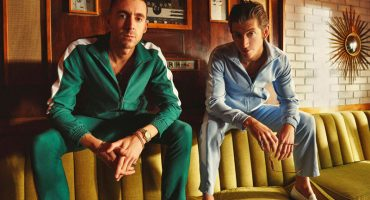 ¡Están de regreso! Mira el nuevo video de The Last Shadow Puppets para 'Bad Habits'