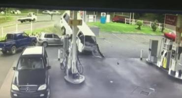 La forma más extrema de llegar a una gasolinera