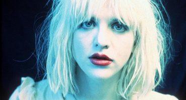 Courtney Love sube al escenario en plena fiesta y canta 'Creep' de Radiohead