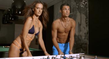 Así juegan futbolito Cristiano Ronaldo y Alessandra Ambrosio