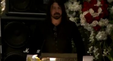 Dave Grohl da emotivo discurso en el funeral de Lemmy Kilmister