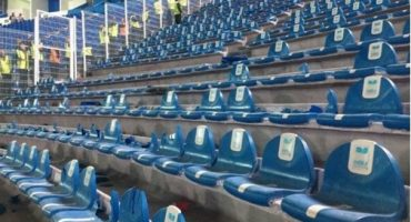 Aficionados de Monterrey destrozan butacas del recién remodelado estadio de Puebla