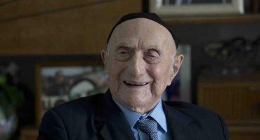 Es el hombre más viejo del mundo y también sobreviviente del Holocausto