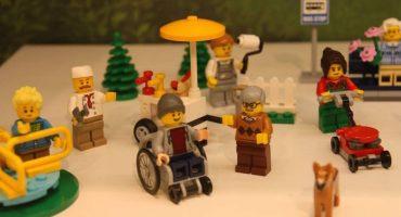 Lego presenta su primer muñeco con silla de ruedas