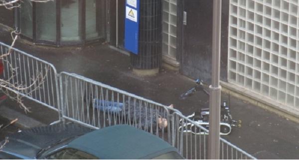 París: Hombre es abatido frente a estación de policía;