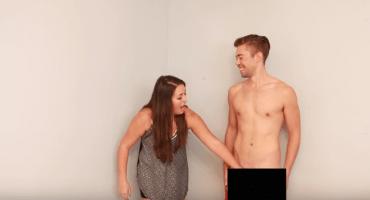 Video: Lesbianas tocan un pene por primera vez