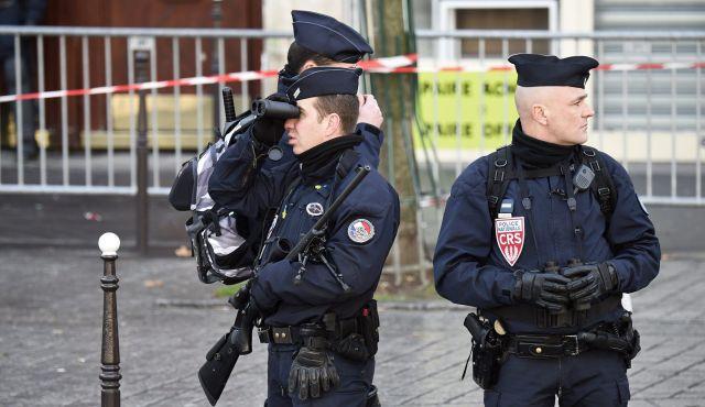 Hombre es baleado al intentar atacar una estación de policía en Francia
