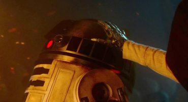 ¿Qué es lo que despertó a R2-D2 en The Force Awakens? Acá la respuesta (SPOILERS)