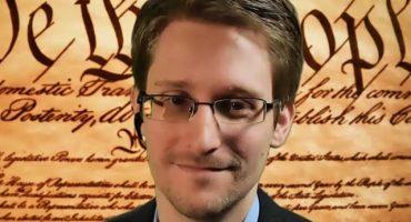 Edward Snowden advierte a chicas que los desnudos que le envían son vistos por el FBI
