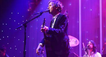 Beck, Dave Grohl y Krist Novoselic homenajean a David Bowie previo a los Grammy