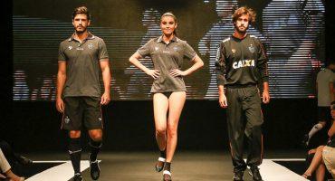 Atlético Mineiro presenta su nuevo uniforme... ¡con mujeres en ropa interior!